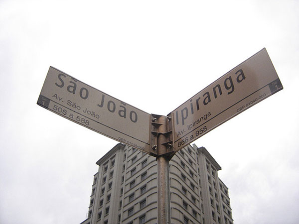 The corner of Ipiranga at Avenue São João. Photo by Ricardo Romanoff.
