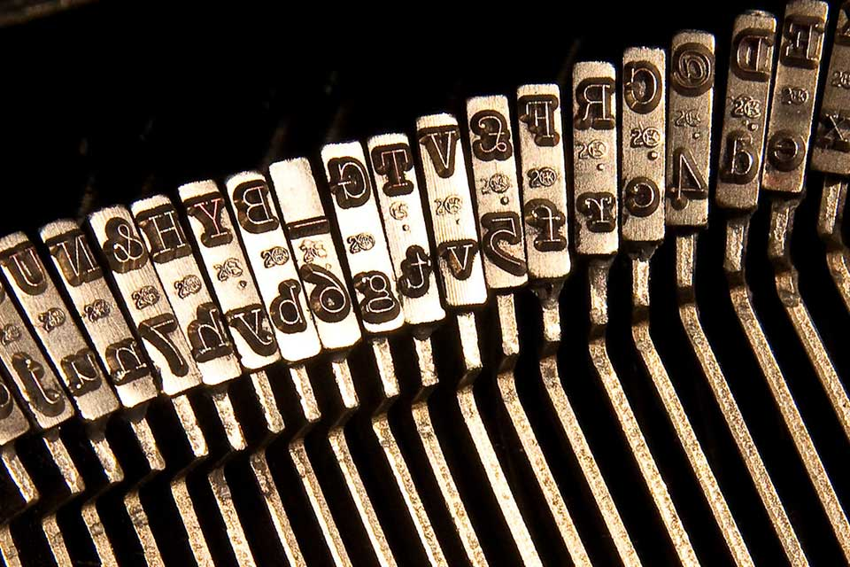 A photograph of the row of arms on a manual typewriter