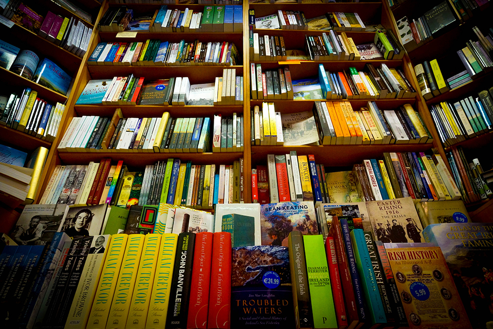 Clifden Bookshop, Galway / Photo by janmennens