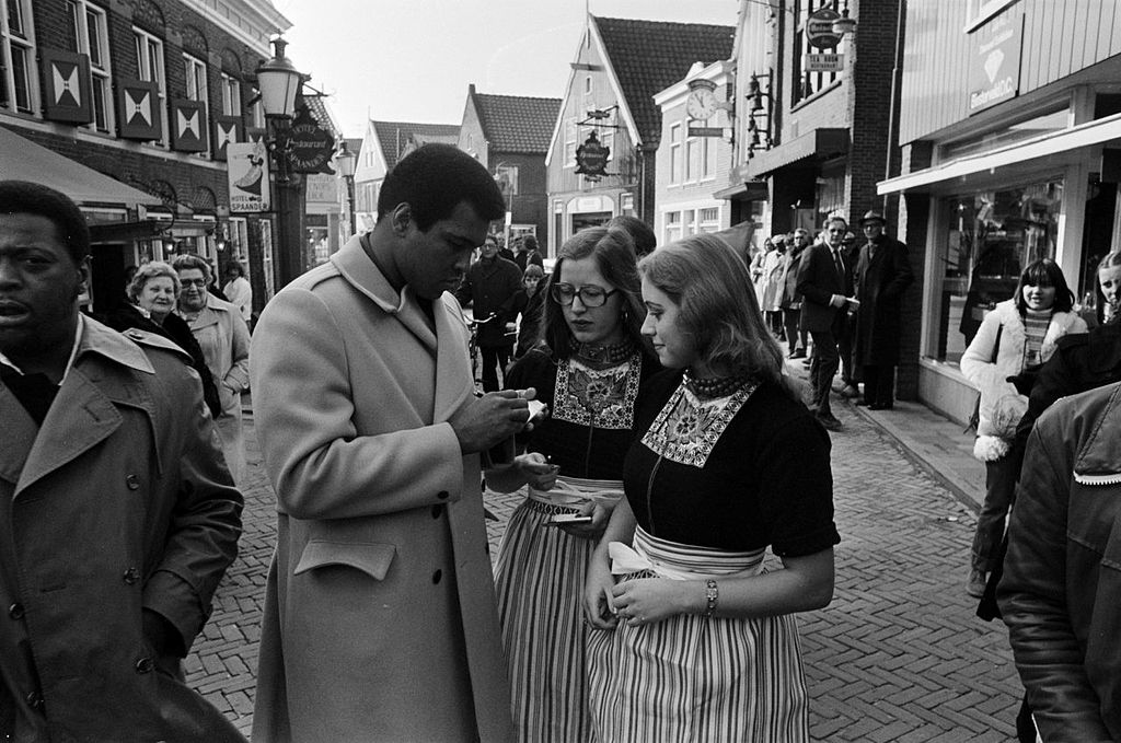Muhammad Ali signing autographs for Volendam girls.