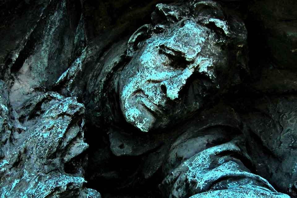 A bronze statuary of a man