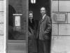 Zofia and Kazimierz Romanowicz in front of the Galerie Lambert in 1962 / Courtesy of the Archiwum Emigracji, Biblioteka Uniwersytecka, Toruń, Poland
