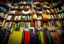 Clifden Bookshop, Galway / Photo by janmennens
