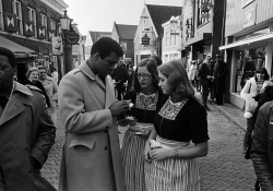 Muhammad Ali signing autographs for Volendam women.